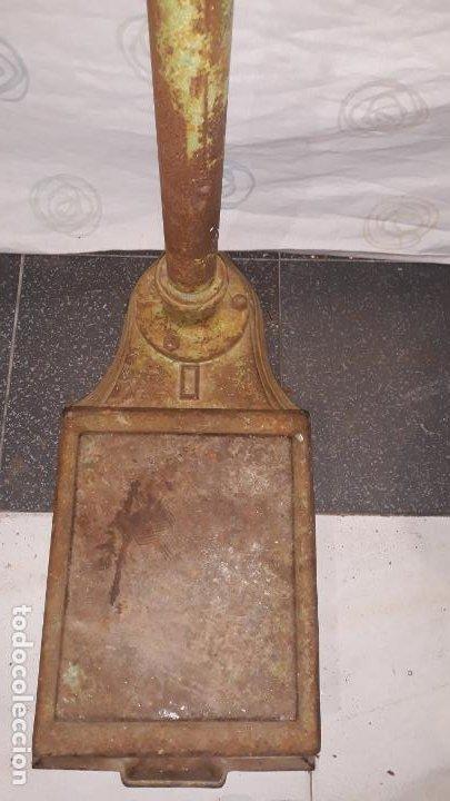 Antigüedades: peso de farmacia siglo xix,en hierro y bronce,peso para personas,muy bonita,industrial vintage - Foto 3 - 201233691