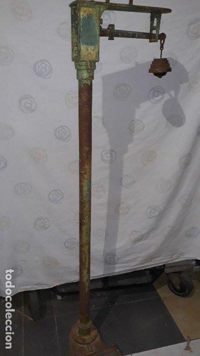 PESO DE FARMACIA SIGLO XIX,EN HIERRO Y BRONCE,PESO PARA PERSONAS,MUY BONITA,INDUSTRIAL VINTAGE (Antigüedades - Técnicas - Medidas de Peso - Básculas Antiguas)