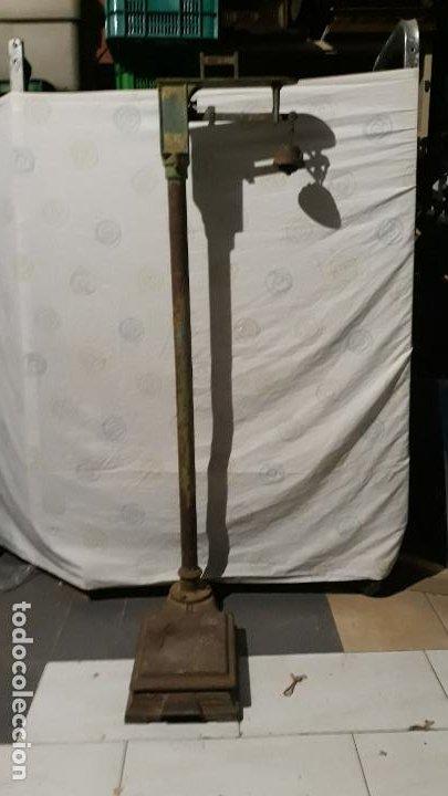 Antigüedades: peso de farmacia siglo xix,en hierro y bronce,peso para personas,muy bonita,industrial vintage - Foto 11 - 201233691