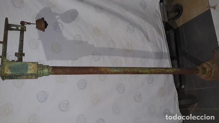 Antigüedades: peso de farmacia siglo xix,en hierro y bronce,peso para personas,muy bonita,industrial vintage - Foto 15 - 201233691