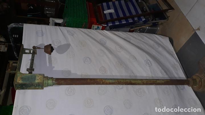 Antigüedades: peso de farmacia siglo xix,en hierro y bronce,peso para personas,muy bonita,industrial vintage - Foto 19 - 201233691
