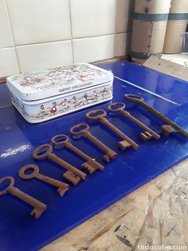 Antigüedades: Lote de llaves antiguas se envían en caja metalica - Foto 2 - 201246087