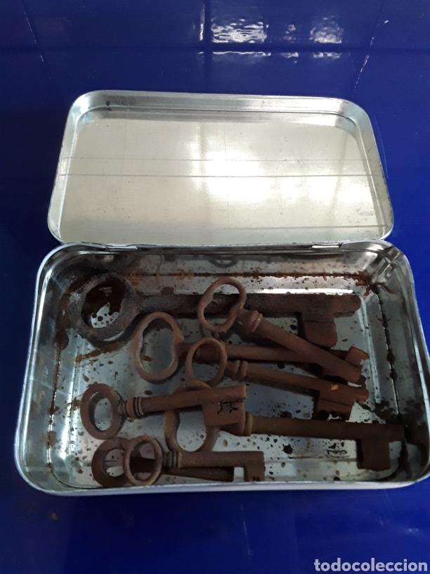 Antigüedades: Lote de llaves antiguas se envían en caja metalica - Foto 3 - 201246087