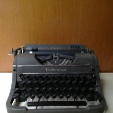 Antigüedades: MÁQUINA DE ESCRIBIR PORTATIL UNDERWOOD CHAMPION, MADE IN USA. FUNCIONA CORRECTAMENTE. Lote 201296850