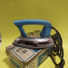 Antigüedades: ANTIGUA PLANCHA DE VIAJE 14 CM , MARCA INTERNATIONAL MODELO 999. Lote 201300178