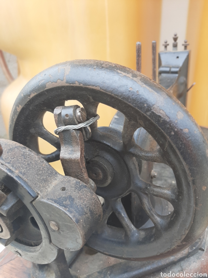 Antigüedades: Antigua y preciosa máquina de coser Frister & Rossmann. Sistema diferente a las demás. - Foto 6 - 201303390