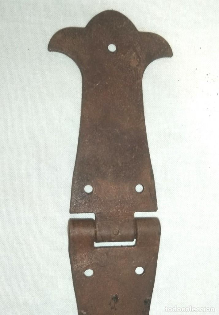 Antigüedades: LOTE DE SEIS BISAGRAS EN HIERRO FORJADO OXIDADO - Foto 3 - 201329303