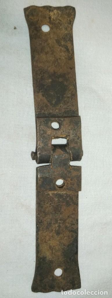 Antigüedades: LOTE DE SEIS BISAGRAS EN HIERRO FORJADO OXIDADO - Foto 4 - 201329303