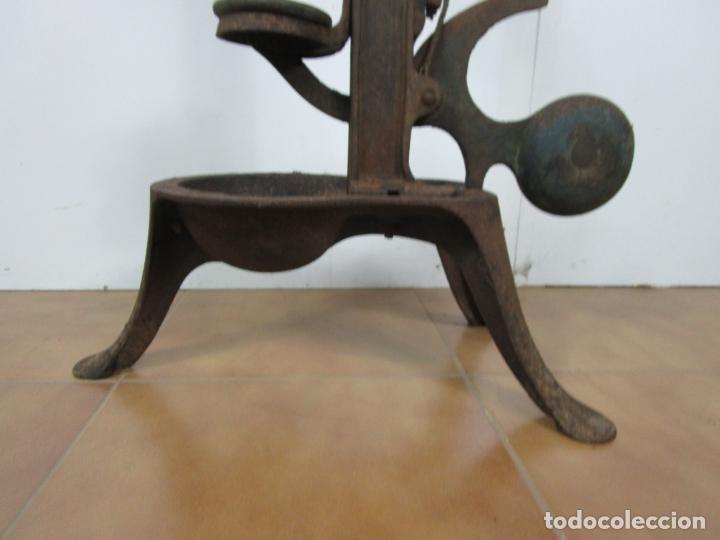 Antigüedades: Antigua Máquina Encorchadora Manual - para Embotellar - Hierro Fundido - Principios S. XX - Foto 2 - 201341120