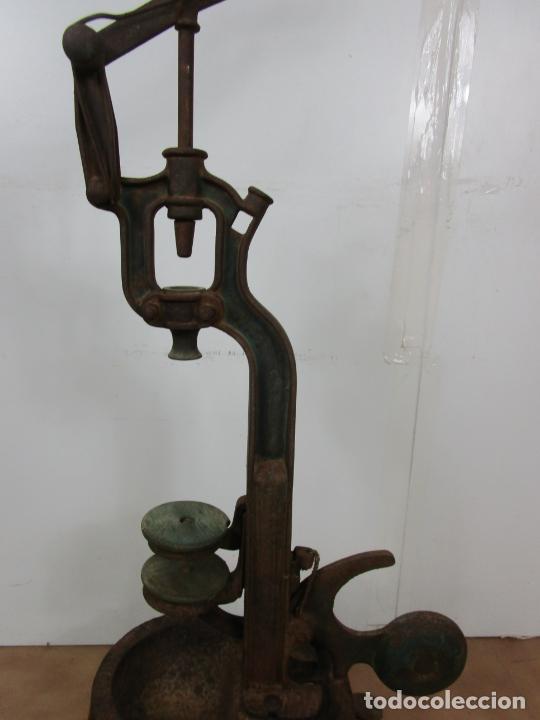 Antigüedades: Antigua Máquina Encorchadora Manual - para Embotellar - Hierro Fundido - Principios S. XX - Foto 4 - 201341120