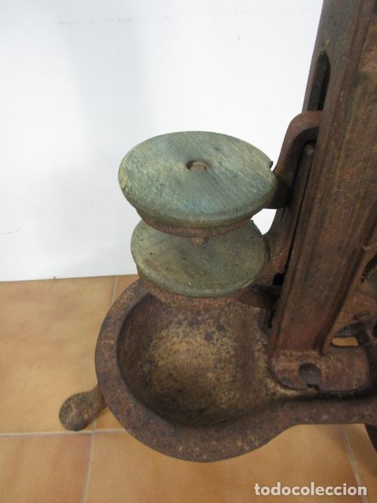 Antigüedades: Antigua Máquina Encorchadora Manual - para Embotellar - Hierro Fundido - Principios S. XX - Foto 6 - 201341120