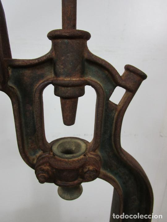 Antigüedades: Antigua Máquina Encorchadora Manual - para Embotellar - Hierro Fundido - Principios S. XX - Foto 7 - 201341120