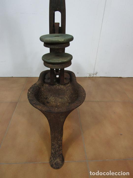 Antigüedades: Antigua Máquina Encorchadora Manual - para Embotellar - Hierro Fundido - Principios S. XX - Foto 14 - 201341120