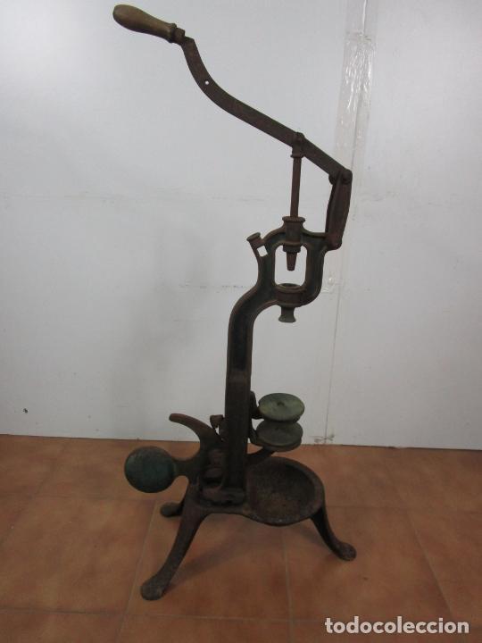 Antigüedades: Antigua Máquina Encorchadora Manual - para Embotellar - Hierro Fundido - Principios S. XX - Foto 17 - 201341120