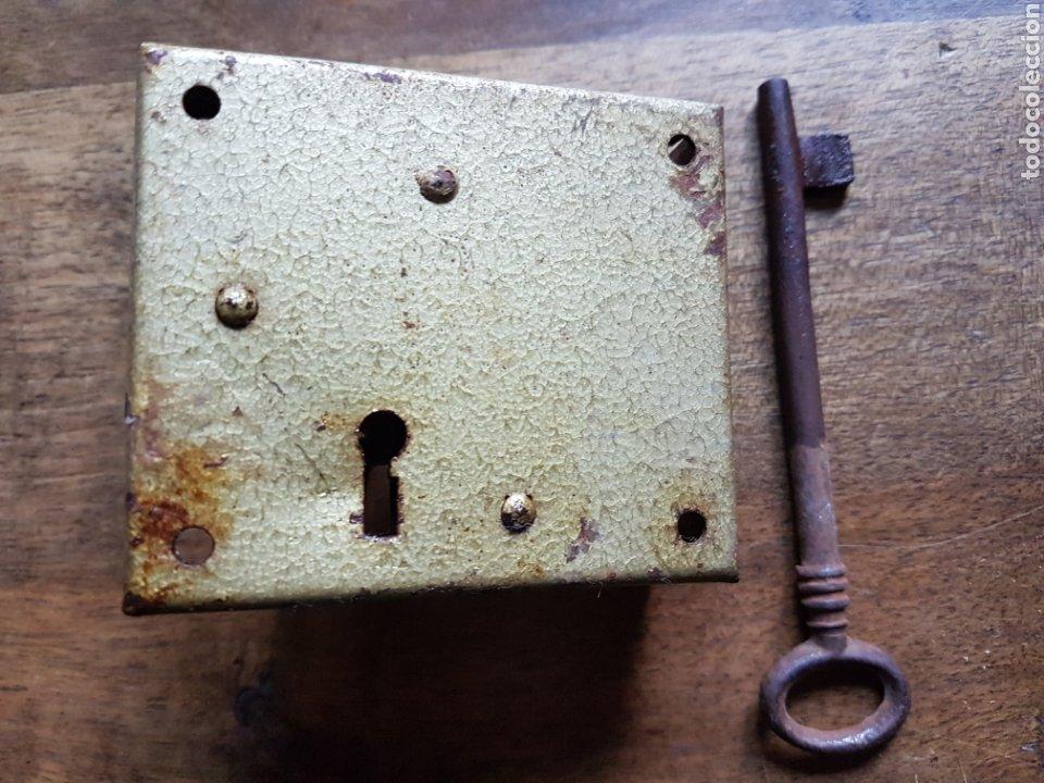 Antigüedades: Antigua cerradura con llave - Foto 2 - 201350570