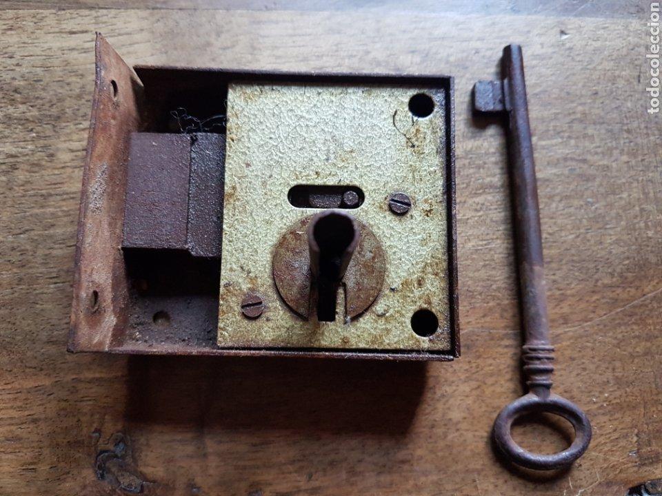 ANTIGUA CERRADURA CON LLAVE (Antigüedades - Técnicas - Cerrajería y Forja - Cerraduras Antiguas)
