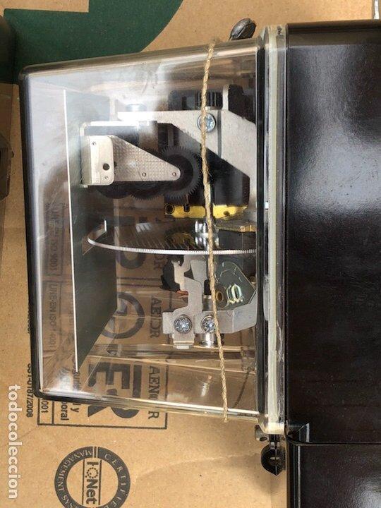 Antigüedades: Lote de 2 contadores antiguos de luz - Foto 4 - 201648433