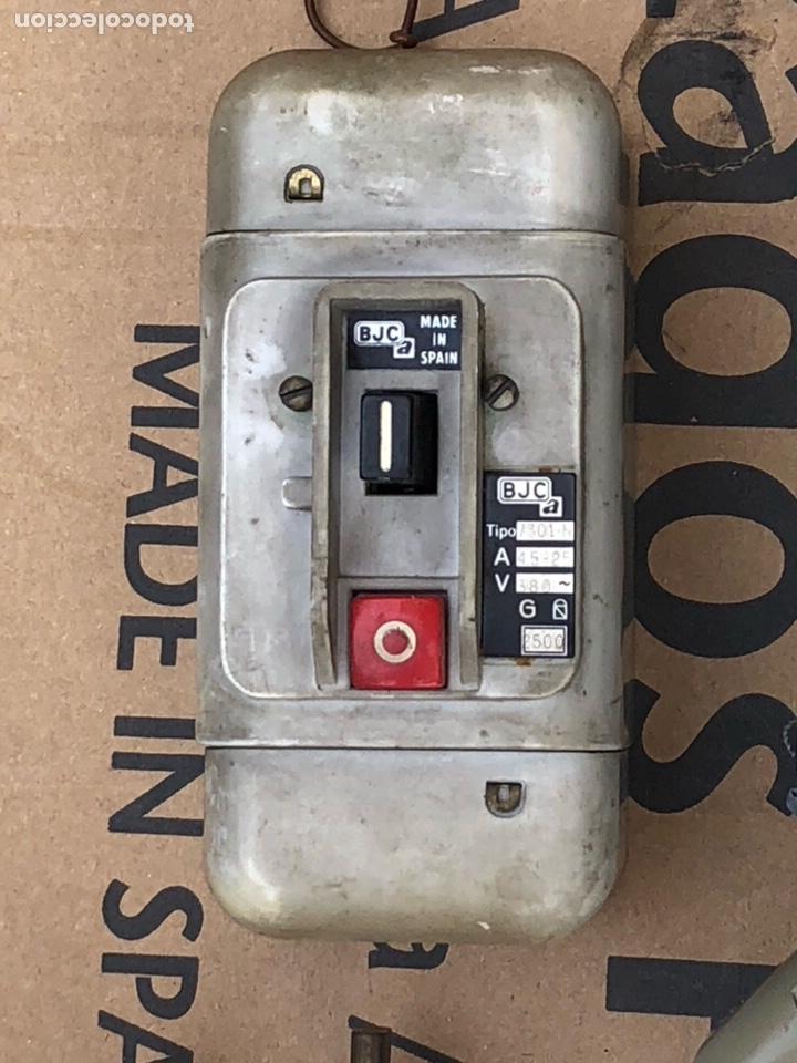 Antigüedades: Lote de contador, fusibles y un cuadro de luz - Foto 4 - 201649461