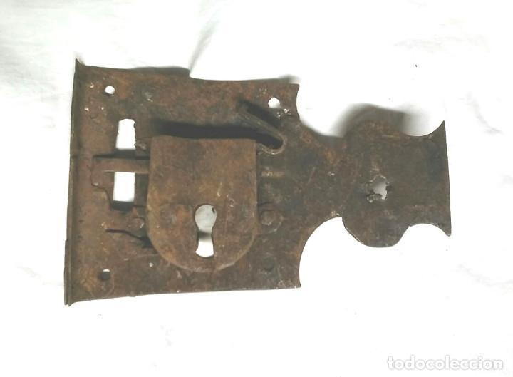 Antigüedades: Cerradura forja S XVIII para portón o puerta. Med. 17 x 10 cm - Foto 2 - 201716338