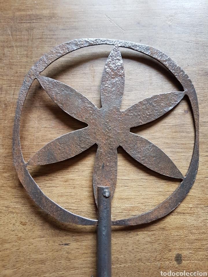 MAGNÍFICA ANTIGUA BADILA DE FORJA REMACHADA (Antigüedades - Técnicas - Cerrajería y Forja - Varios Cerrajería y Forja Antigua)