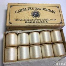 Antigüedades: CAJA DE CARRETES DE HILOS PARA BORDAR A MAQUINA BLANCO. Lote 201740833
