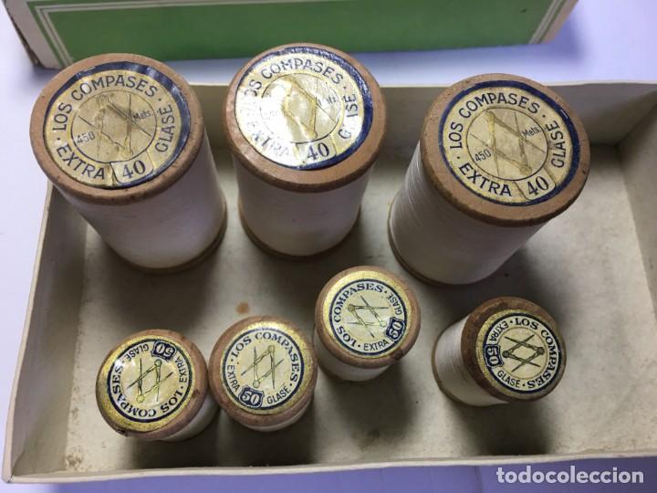 LOTE DE BOBINAS DE HILOS PARA BORDAR A MAQUINA BLANCO (Antigüedades - Técnicas - Máquinas de Coser Antiguas - Complementos)