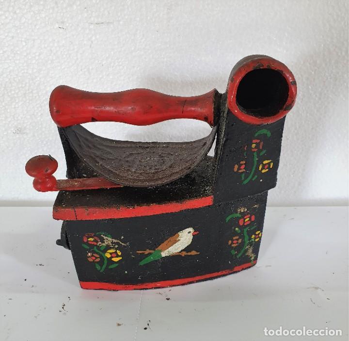 PLANCHA DE CARBÓN DECORADA (Antigüedades - Técnicas - Planchas Antiguas - Carbón)
