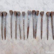 Antigüedades: LOTE DE 14 CLAVOS DE FORJA ANTIGUOS 6 CM. Lote 251176350