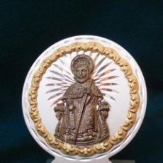 Antigüedades: RECUERDO COMPOSTELANO AÑOS 2004 DE METAL PLATEADO Y DORADO EL SANTO DE PLATA. ALTO 14,5.. Lote 202035603