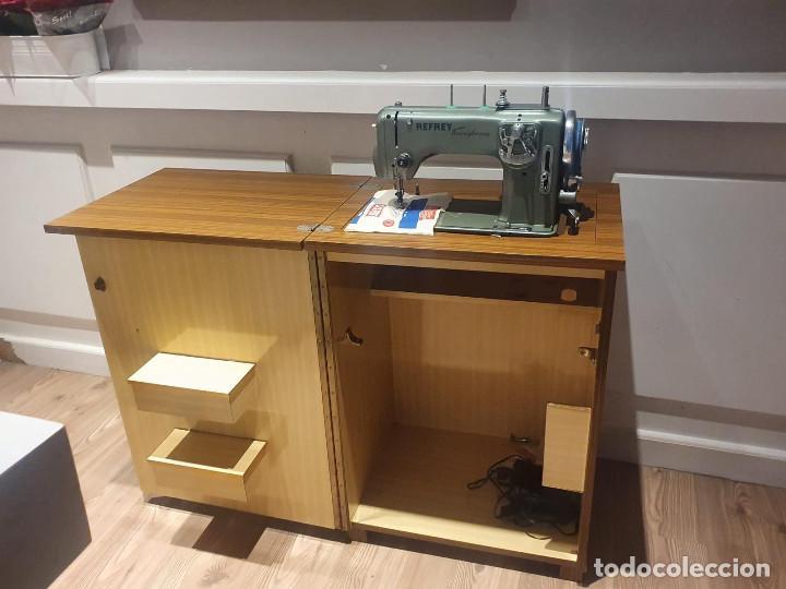 Antigüedades: Maquina de Coser Refrey Transforma, con mueble incuido, TODO PERFECTO ESTADO - Foto 2 - 202267333