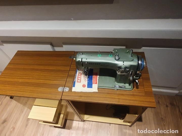 Antigüedades: Maquina de Coser Refrey Transforma, con mueble incuido, TODO PERFECTO ESTADO - Foto 3 - 202267333