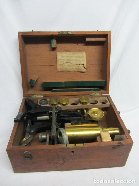 Antigüedades: Microscopio Swift & Son, circa 1900 Con caja, oculares y ópticas. - Foto 2 - 202441805