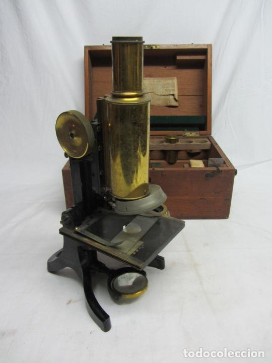 Antigüedades: Microscopio Swift & Son, circa 1900 Con caja, oculares y ópticas. - Foto 3 - 202441805