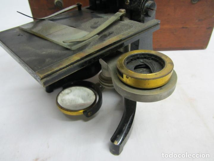 Antigüedades: Microscopio Swift & Son, circa 1900 Con caja, oculares y ópticas. - Foto 5 - 202441805