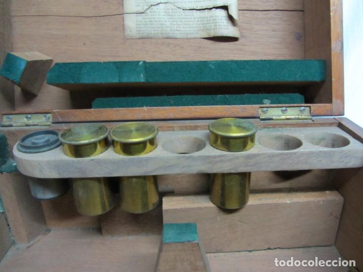 Antigüedades: Microscopio Swift & Son, circa 1900 Con caja, oculares y ópticas. - Foto 7 - 202441805