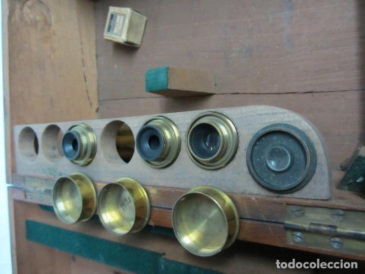 Antigüedades: Microscopio Swift & Son, circa 1900 Con caja, oculares y ópticas. - Foto 12 - 202441805