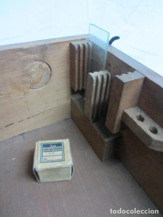 Antigüedades: Microscopio Swift & Son, circa 1900 Con caja, oculares y ópticas. - Foto 13 - 202441805