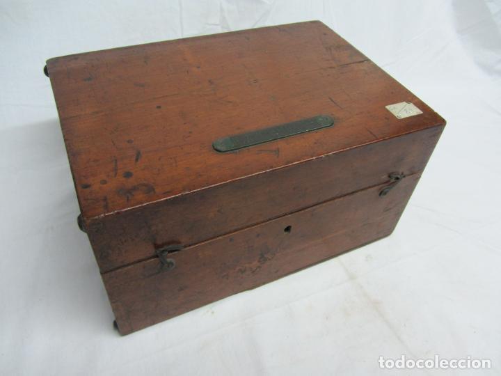 Antigüedades: Microscopio Swift & Son, circa 1900 Con caja, oculares y ópticas. - Foto 14 - 202441805