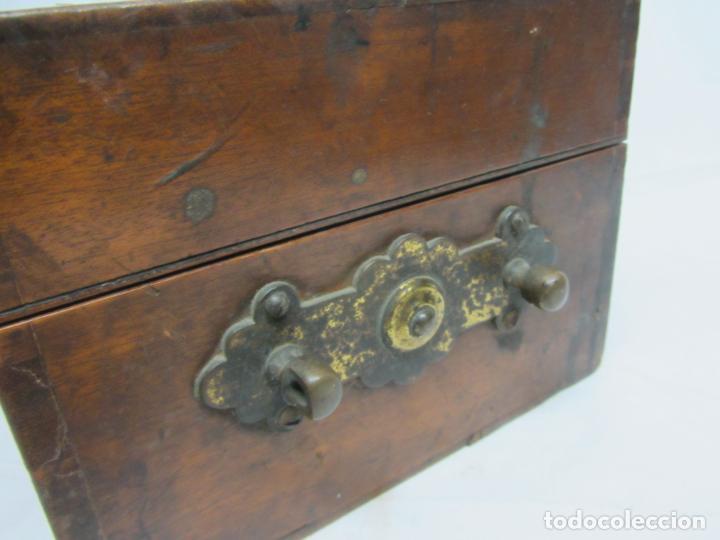 Antigüedades: Microscopio Swift & Son, circa 1900 Con caja, oculares y ópticas. - Foto 16 - 202441805