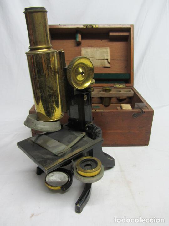 MICROSCOPIO SWIFT & SON, CIRCA 1900 CON CAJA, OCULARES Y ÓPTICAS. (Antigüedades - Técnicas - Instrumentos Ópticos - Microscopios Antiguos)