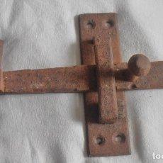Antiquités: CERROJO PARA PUERTA, PORTALÓN ETC. MUY ANTIGUO. Lote 202818495