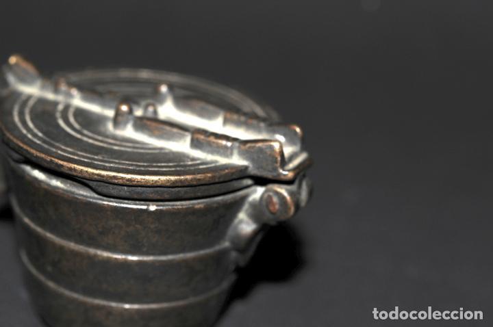 Antigüedades: ORIGINAL PONDERAL DE BRONCE - CON MARCAS EN EL INTERIOR DE LA TAPA - Foto 4 - 202877370