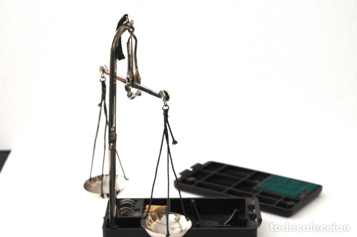 ANTIGUA BALANZA DE LABORATORIO CON ESTUCHE DE GALALITA (Antigüedades - Técnicas - Medidas de Peso - Balanzas Antiguas)