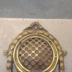 Antigüedades: GRAN MIRILLA DE BRONCE PARA PUERTA. Lote 143469888