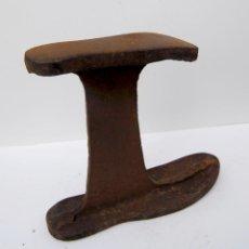 Antigüedades: YUNQUE DE ZAPATERO. Lote 203272923
