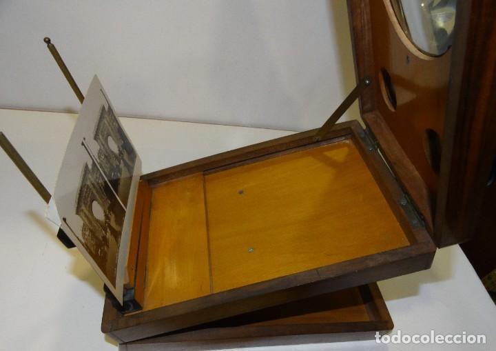 Antigüedades: VISOR ESTEREOSCOPIO ANTIGUO CON CAJA DE CAOBA S XIX. COMPLETO - Foto 11 - 203283297