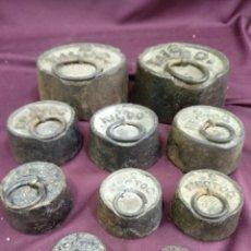 Antigüedades: LOTE DE 10 PESAS PARA BALANZA. Lote 203344916