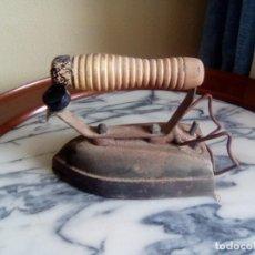 Antigüedades: PLANCHA ANTIGUA SOLO LE FALTA EL CABLE. Lote 203354695
