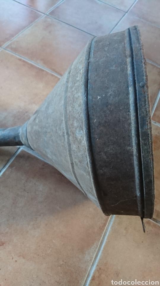 Antigüedades: Antiguo embudo de hierro, bodega, vino, medida 395x52 - Foto 2 - 203388805