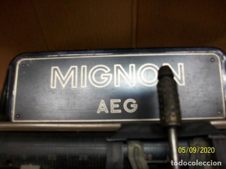 Antigüedades: ANTIGUA MAQUINA DE ESCRIBIR MIGNON AEG-AÑOS 1920- CON ESTUCHE - Foto 4 - 203522947